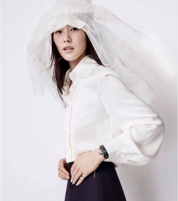 最会穿衬衣的大表姐刘雯 教你一件白衬衣HOLD一整个夏天