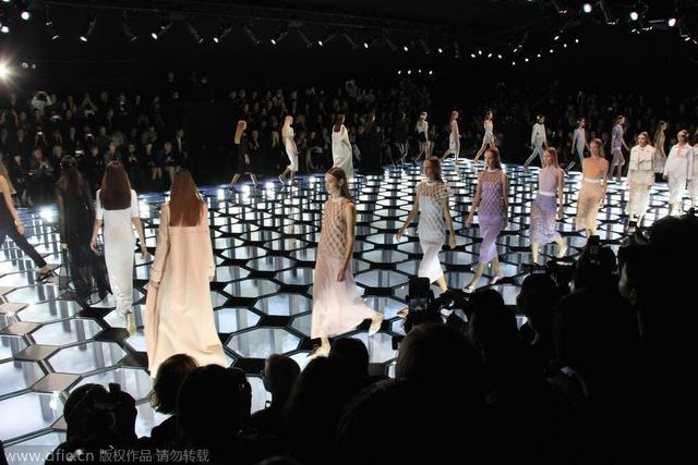 骇客帝国重装少女 Balenciaga 2015春夏发布