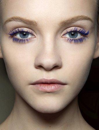 彩妆流行指标 超模cara演绎鬼马猫眼妆图片