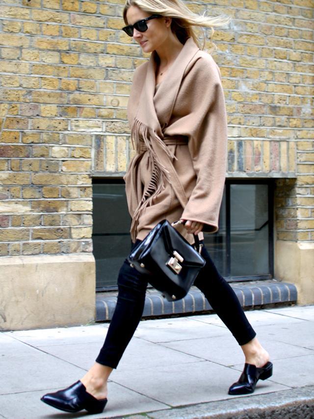 穿上高大上的皮凉拖 低调秀时尚