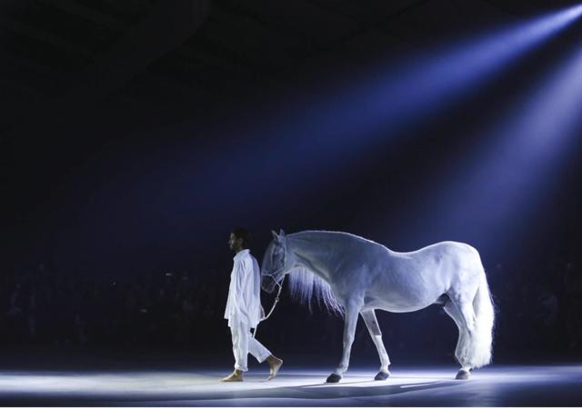 【身骑白马 走三关】