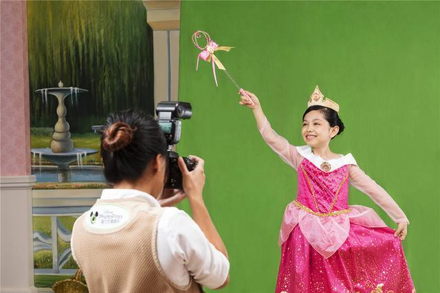 香港迪士尼乐园首推奇妙家之旅 奇妙体验官张亮分享独家秘籍