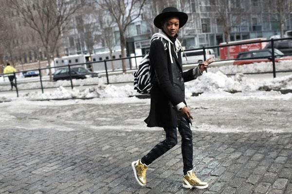 球鞋成街头潮人最爱 这么搭配最CHIC
