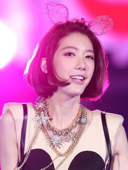 宋米秦是�yf�y.�_台湾青春女子组合dream  girls成员宋米秦的发饰相比起上几款的端庄淑