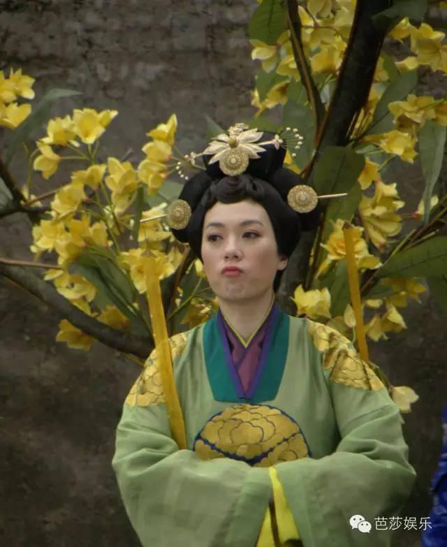 她是叶昭君 也是安茜 更是潇洒自在的张可颐图片