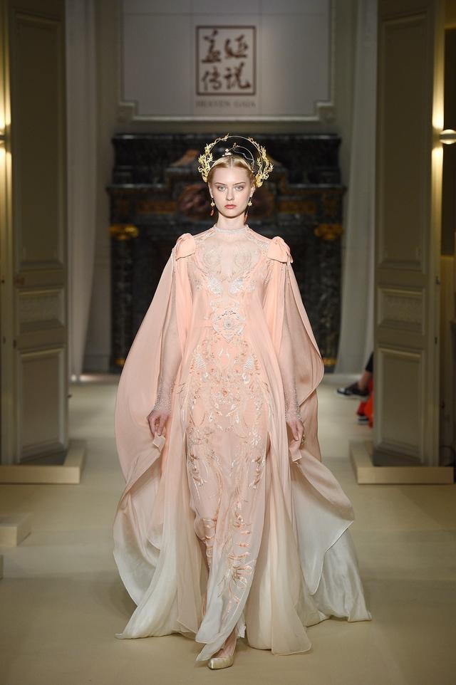 盖娅传说 熊英19春夏亮相巴黎时装周