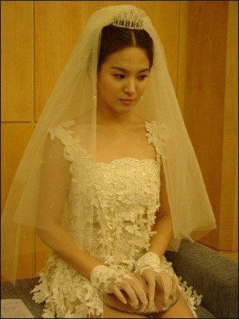 宋慧乔婚纱造型
