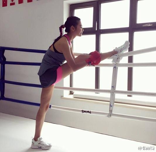 马甲线、大长腿,健身人设吸粉快,但是没有精修图还有几个能坚持下来?