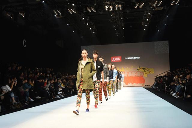京东日引爆中国国际时装周 即看即买让时尚触手可及