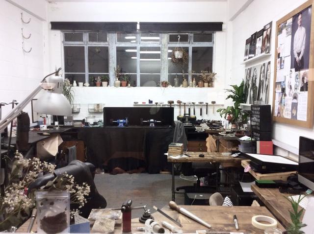 niza 与其他珠宝设计师一起分租工作室.图片