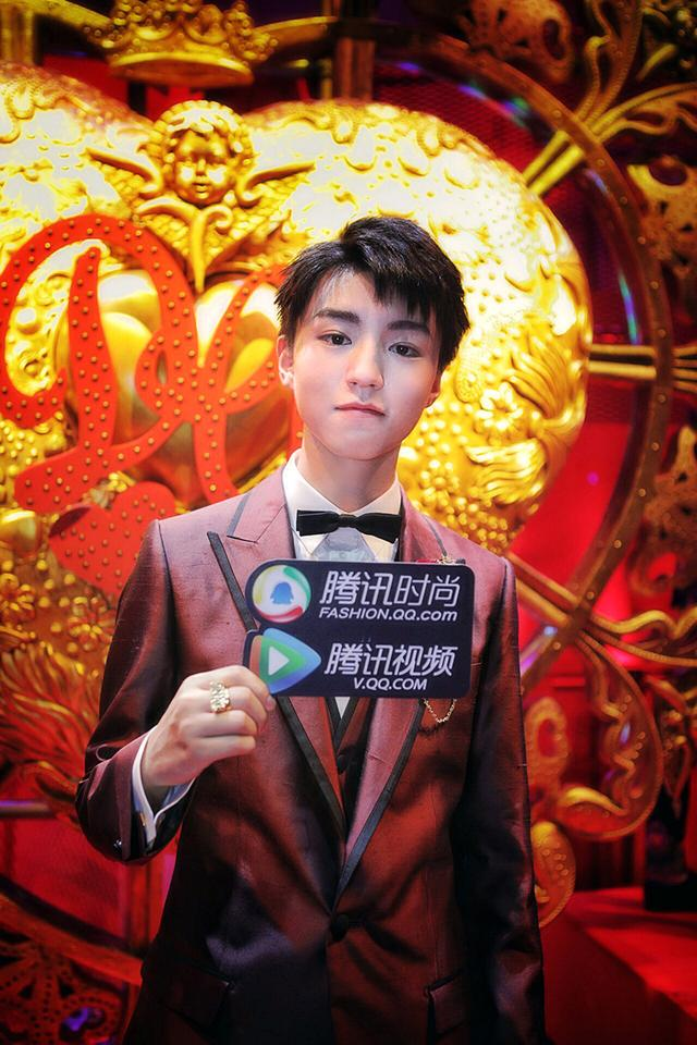 王俊凯登上米兰T台 亚洲最年轻走秀明星受瞩目