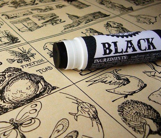 迪奥也出美妆蛋 纯黑造型够炫酷