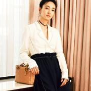 王丽坤初恋色风衣做绝美版杜拉拉