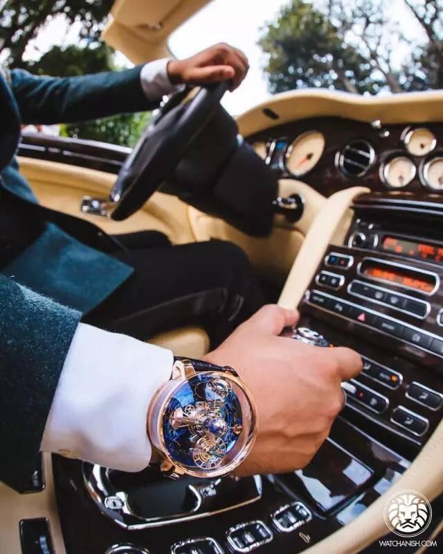 西装搭配单品还不够?手表拿来凑