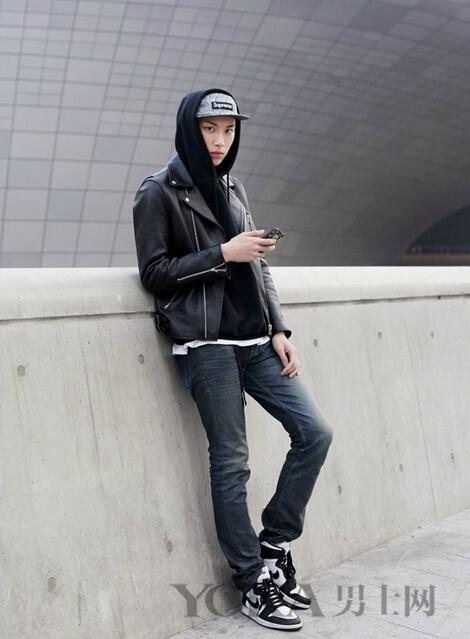 王俊凯17岁身价过亿 但穿皮夹克技能他不如我