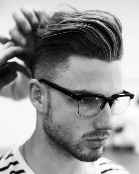 只需7步,在家轻松打造侧分油头发型