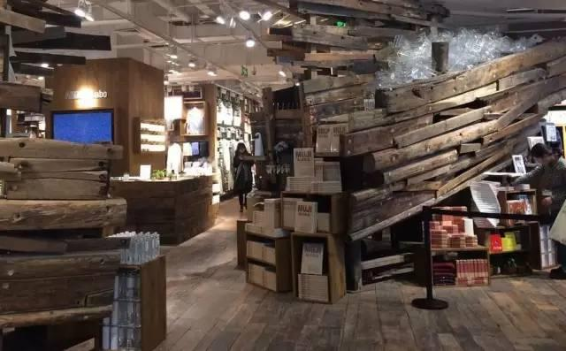 "MUJI它的门店宣告了在中国不打算再""冷""下去了"
