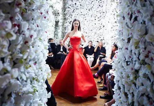 Dior 前设计师跳槽 CALVIN KLEIN,这场万众瞩目的首秀带来了什么惊喜?