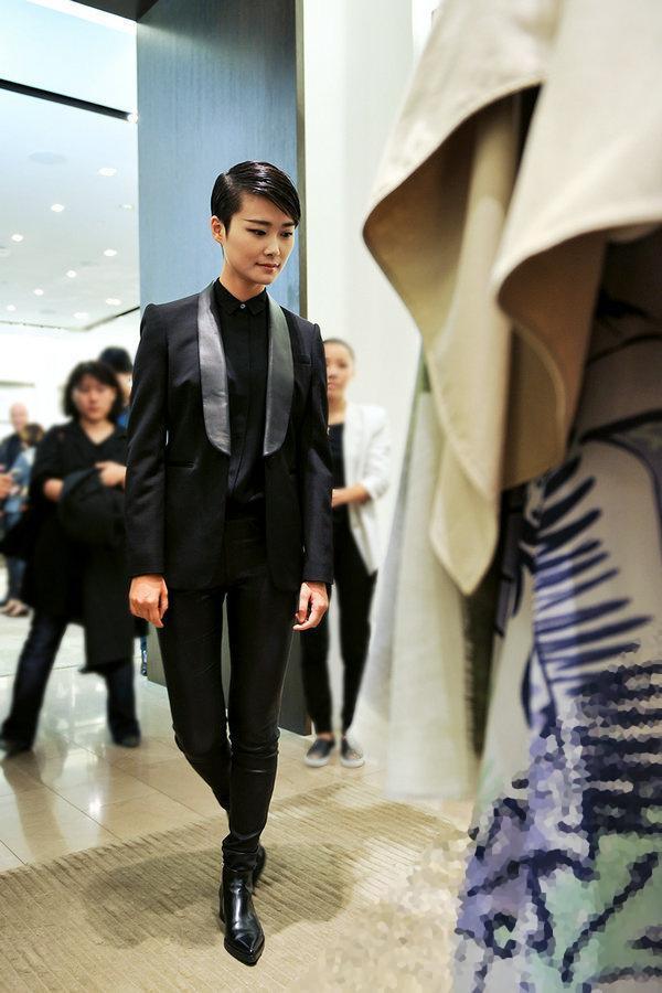 李宇春亮相成都时尚活动 五套造型闪耀全城