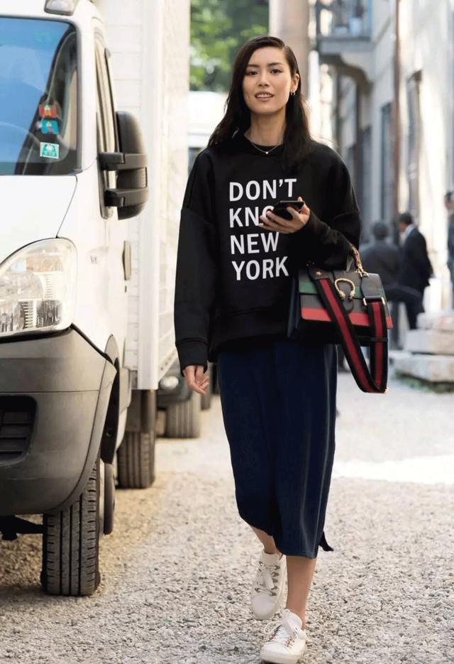 Gucci最新发布的竹节包 听说隔壁的小文青掏钱包拦都拦不住