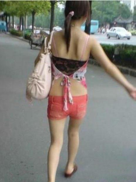 女人,这样穿内衣,你咋不上天呢?