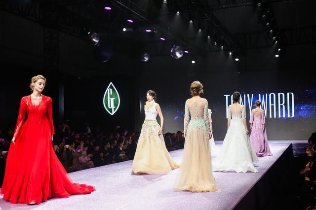 一场璀璨大秀的未来探险-中国纤维流行趋势2018/19大秀上海矩献