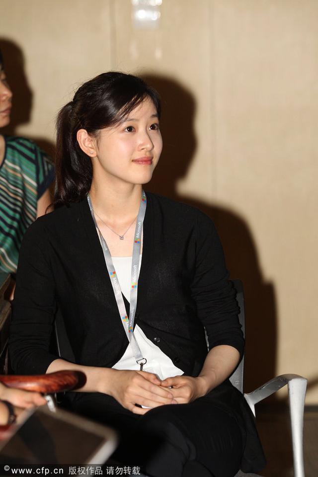 奶茶章泽天成熟职业装担当微软实习产品经理