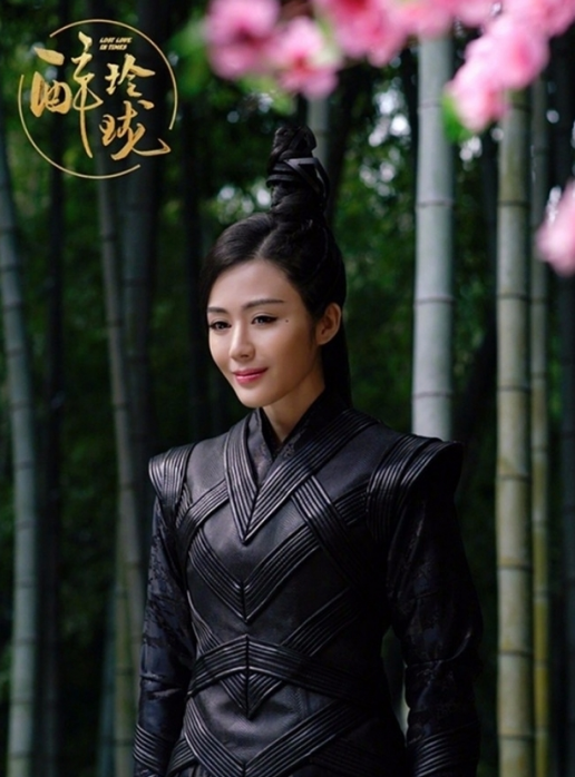 《醉玲珑》的演员得罪发型师?刘诗诗竟然顶着蜘蛛网