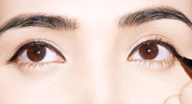 """女神""""心机""""美妆术 画了眼线还是素颜!"""