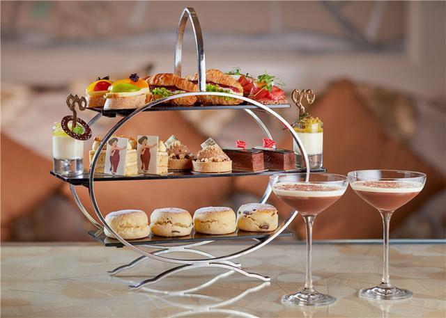 跟随伦敦卓美亚卡尔顿酒店 品味歌剧下午茶