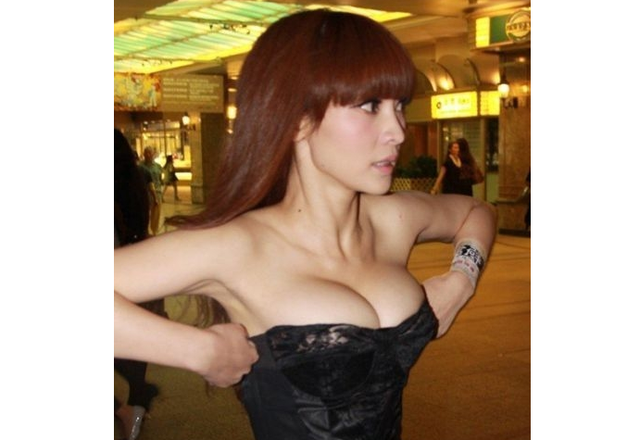 凡人观时尚:平胸忌t恤 大奶忌衬衣?