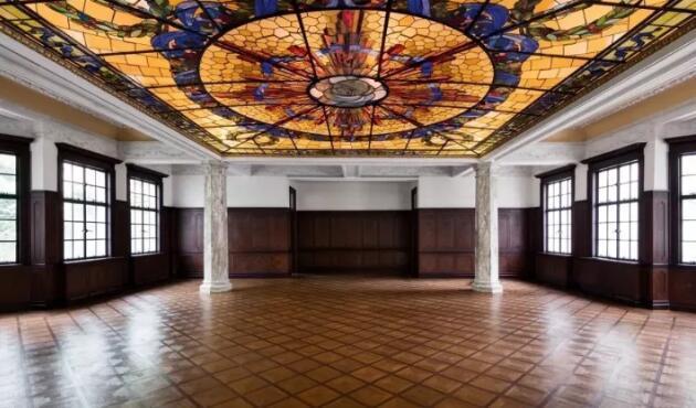 在百年老宅走最时髦的早春秀 没有谁比Prada更文艺了