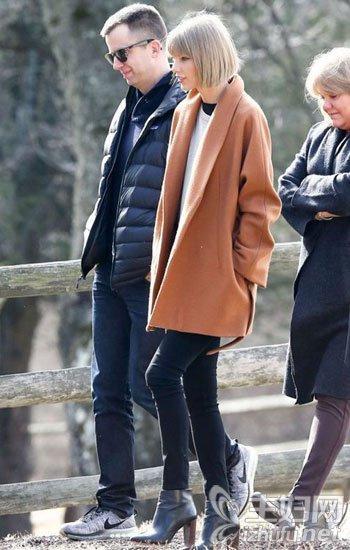 美最新春季时尚街拍 春季紧身裤搭配图片