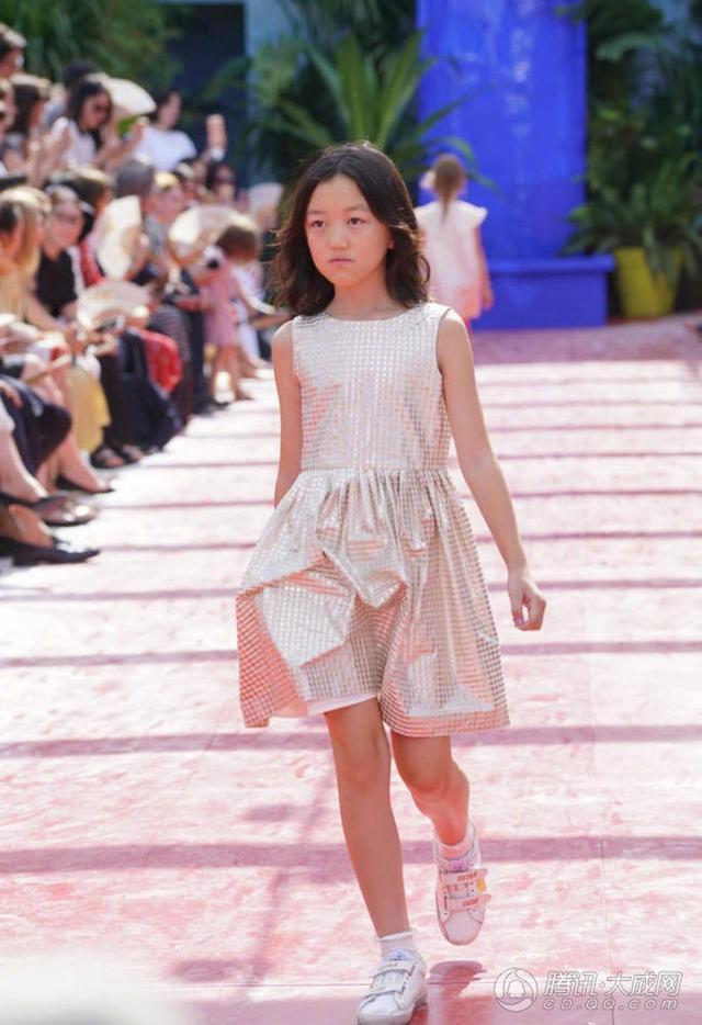 11岁李嫣登T台,时尚基因果然是遗传