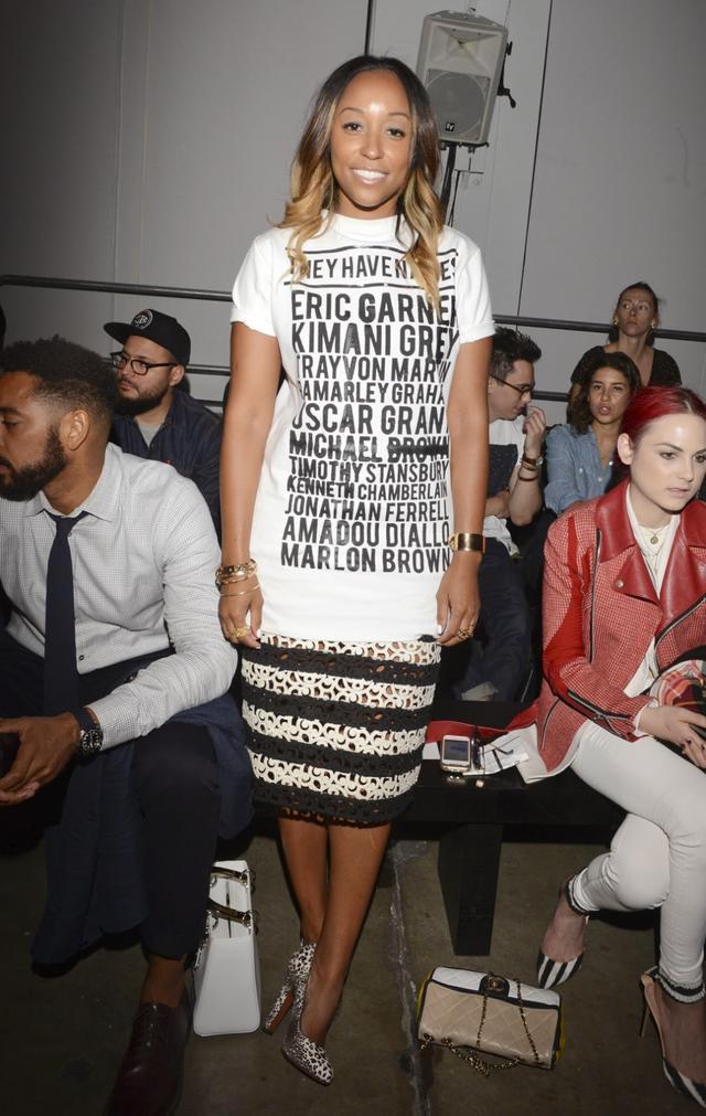 T恤+裙子,夏末秋初最时髦的3种搭配
