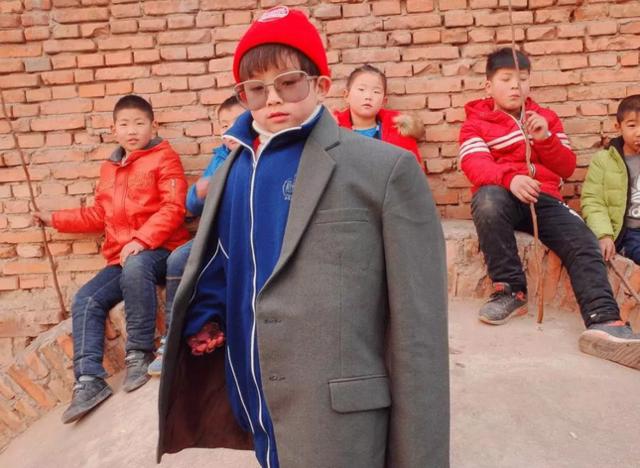 中国新晋男icon|和4岁的他比,四海八荒很多男明星都输了