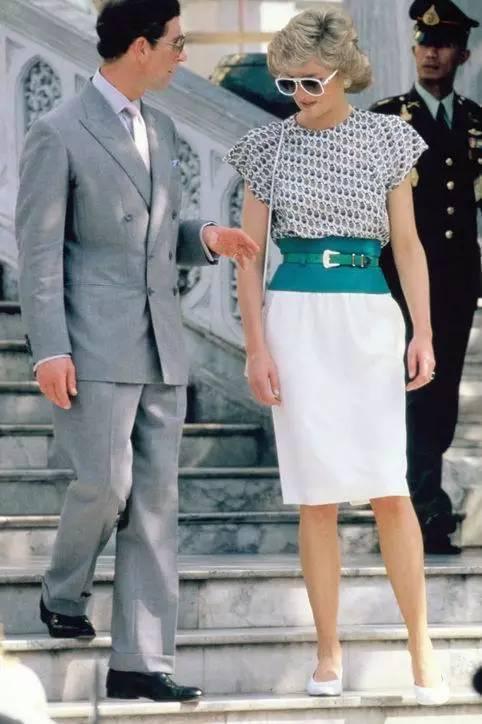 60s黑白时尚告诉你,没双平底鞋就算不上女神
