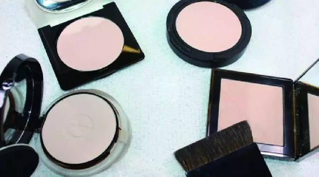 新手必看|8 个关于粉底挑选和上妆的 Q&A