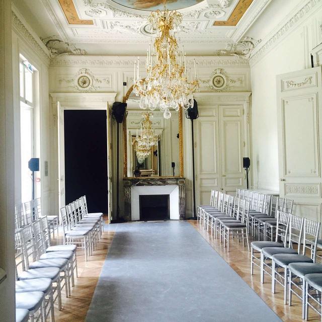 林心如来看LANYU巴黎大秀:母爱,剪纸,东方传统的极致美