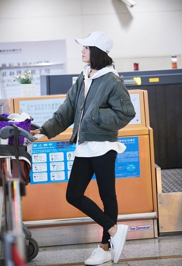 """杨幂你再这样我要""""瞎""""了!像刘诗诗迪丽热巴这样穿的""""正常点""""不好吗?!"""