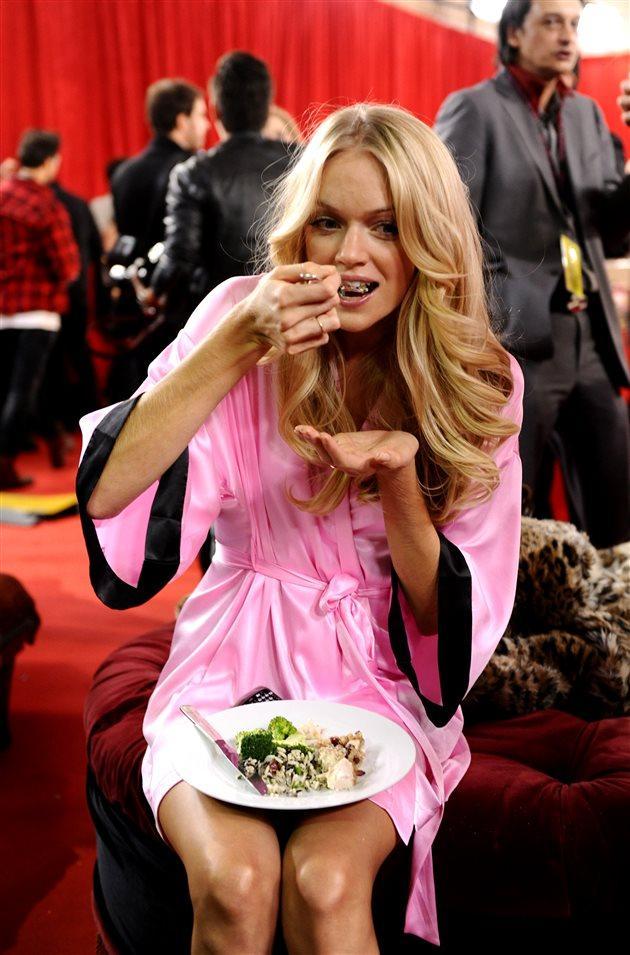 《傲娇与偏见》中迪丽热巴竟成了吃货界扛把子?她光吃不胖的答案你绝对想不到!