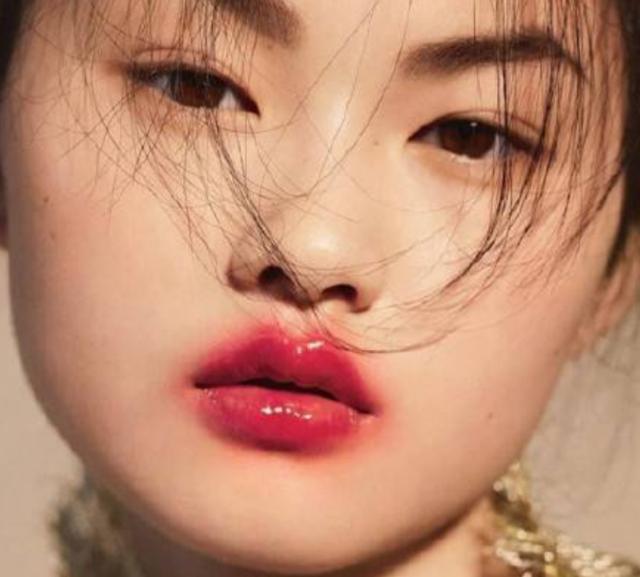 吻唇咬唇太诱人,像斯嘉丽倪妮和唐艺昕这样的唇部新画法真是忍不住要狠狠亲下去!