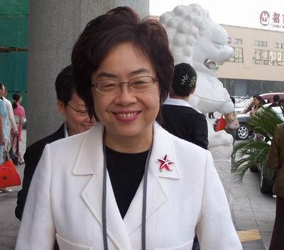 连江疏影热巴都在穿小西服,你还说它是乡镇女企业家专属?