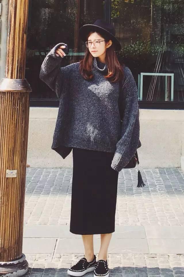 不管是针织的半身裙,还是毛衣连衣裙,单穿过秋天,打底过冬天!