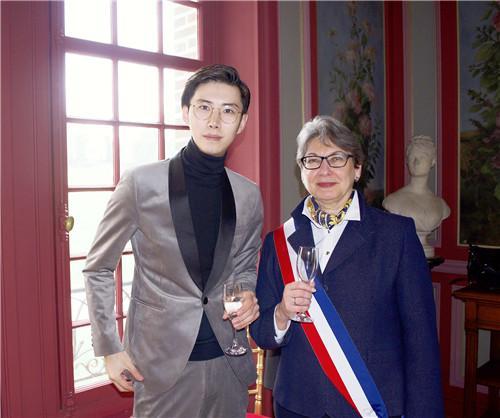 95后新锐国际珠宝设计师龙梓嘉欧洲巡展 传递东方美学
