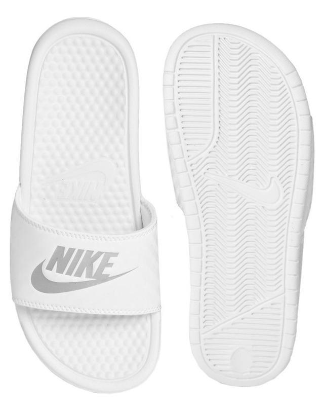 ... ,搭配一雙Shower Sandals真的是非常多潮人的穿法呢