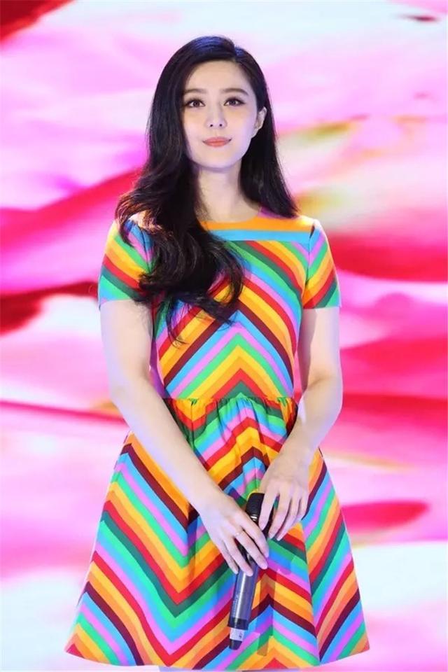 90秒知道:披上彩虹,变身时装艺术家