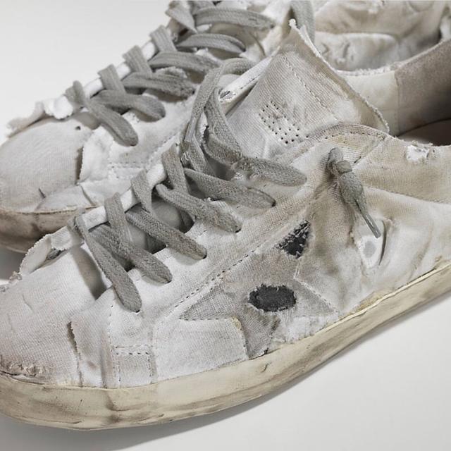 """90秒知道 你的小白鞋才过时了 范爷乔欣可是把小白鞋穿出了""""花""""儿"""