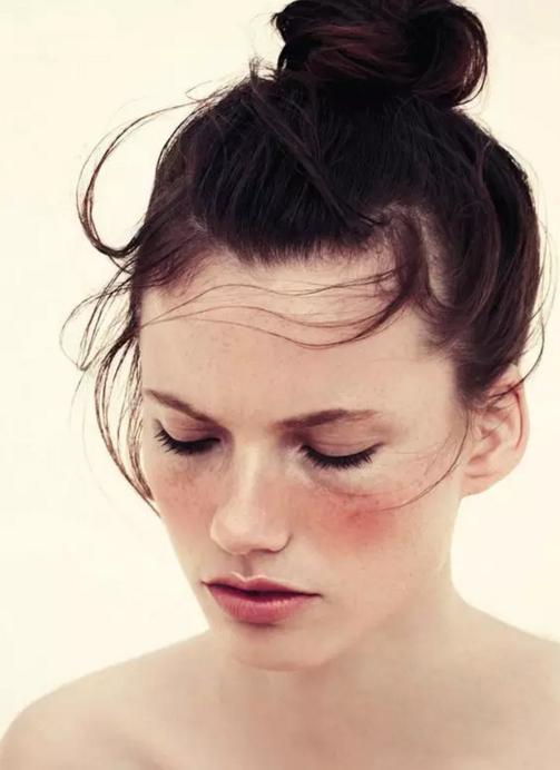 """化妆""""神器""""让过敏脸,轻松变身素颜女神"""