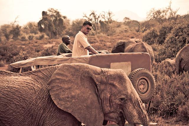 《野性的终结》:姚明亲身救助非洲野生动物